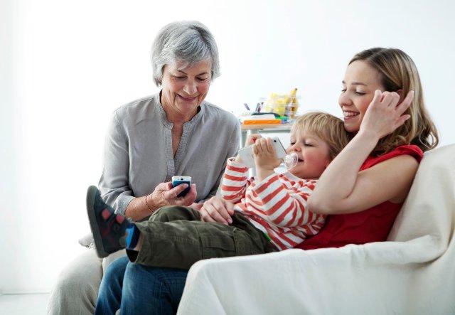 Выбираем сенсорный телефон для мамы