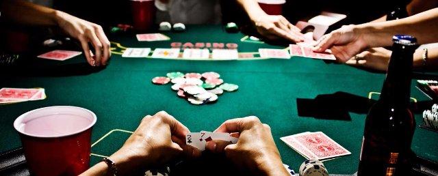 Лучшая площадка для виртуального покера: правила и комбинации