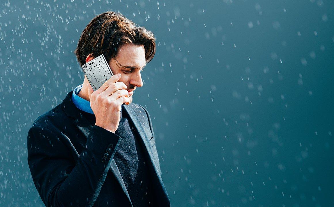 Пять смартфонов от дождя
