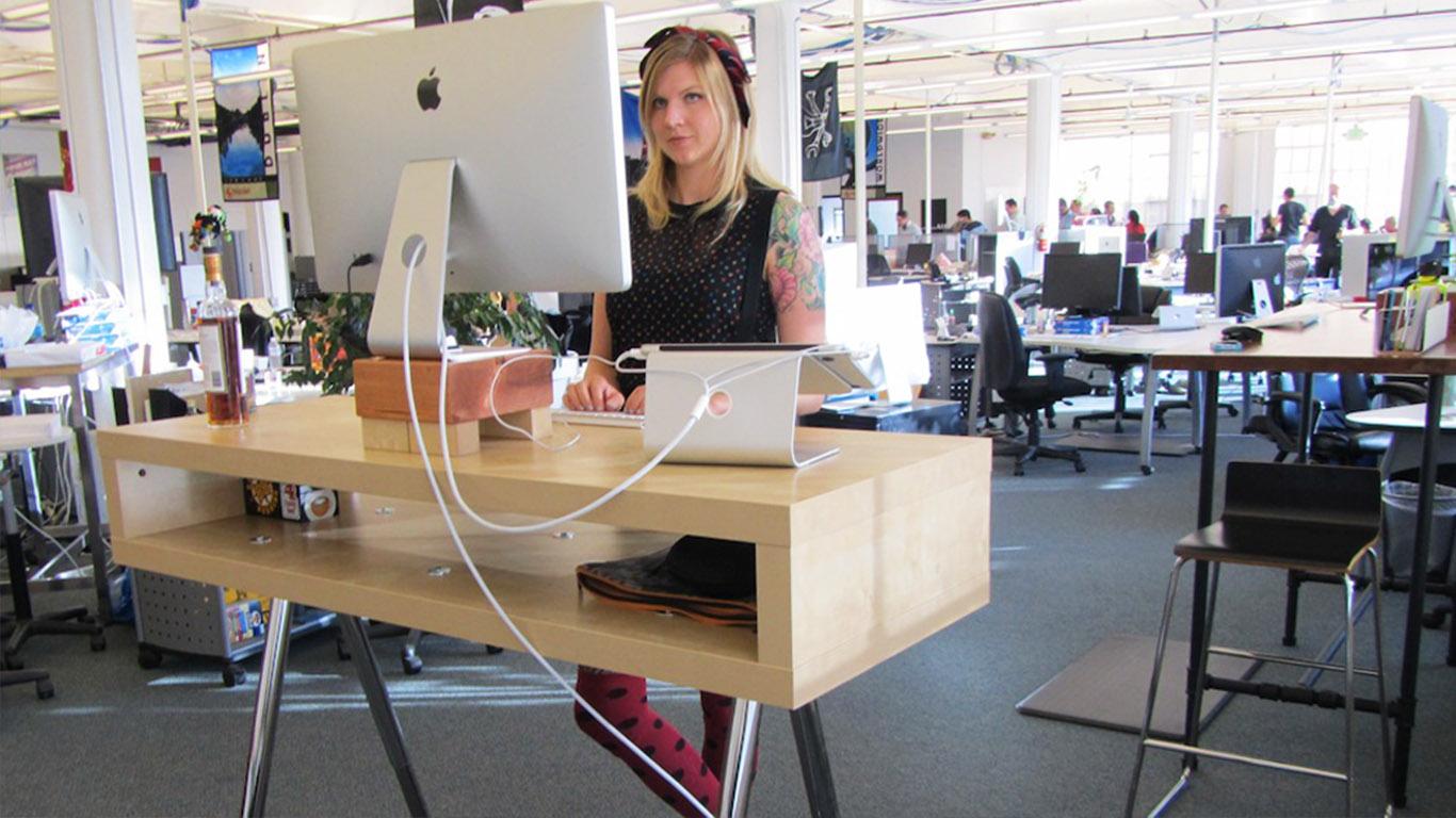 Почему работать стоя за столом стало так популярно?