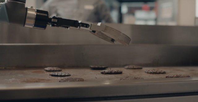Со следующего года роботы начнут готовить бургеры для американцев