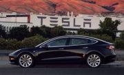 В сети появилась фотография нового серийного автомобиля Model 3  от Tesla