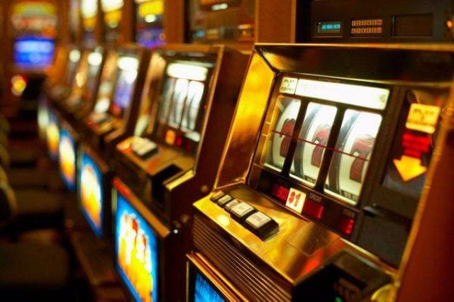 Чем онлайн игровые автоматы лучше обычных?