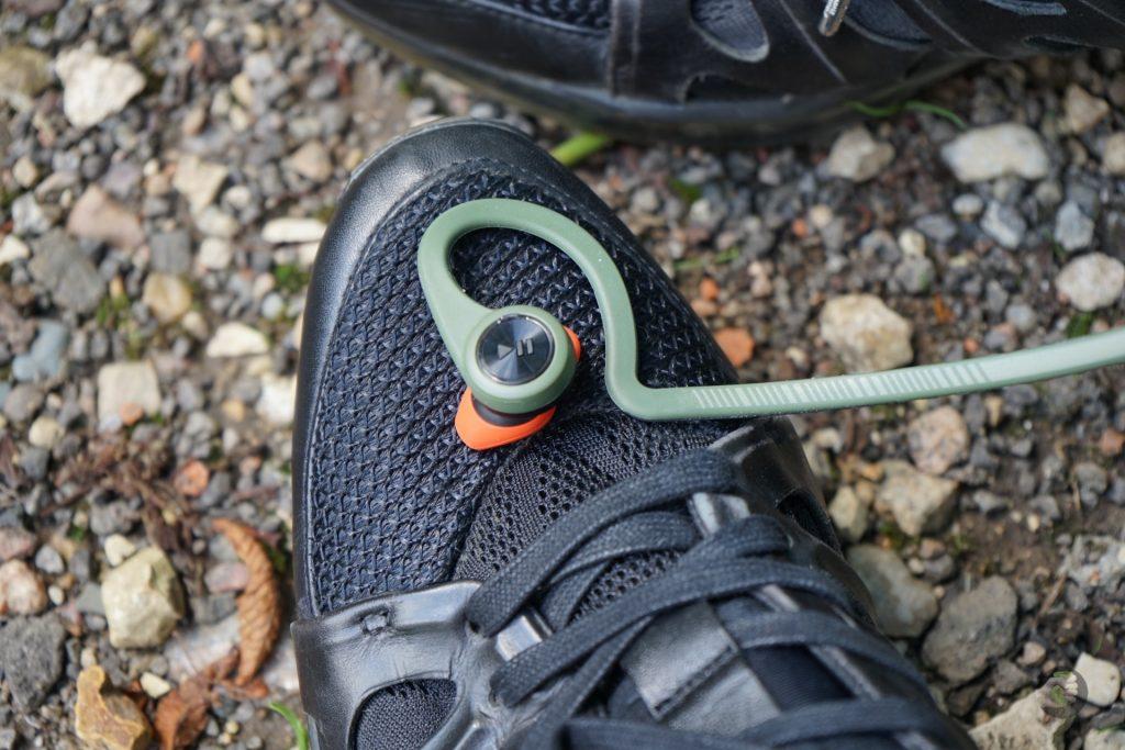 Plantronics BackBeat Fit: Как полюбить спорт (никак)