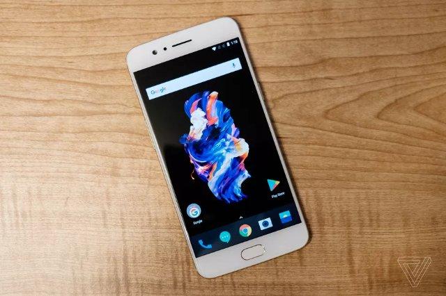 Телефон OnePlus 5 теперь доступен в золотом оттенке