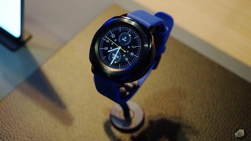 Samsung на IFA 2017: умные часы и спортивные bluetooth-наушники