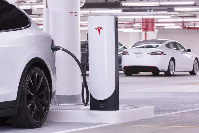 Тесла представила небольшие станции зарядки, предназначенные для городов