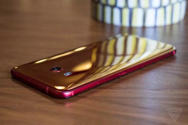 У HTC будет еще один флагманский телефон, даже после сделки с Google