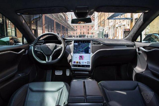 Tesla разрабатывает собственный чип с AMD для беспилотных автомобилей