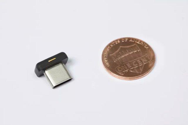 Новый ключ аутентификации Yubico очень крошечный и работает с портами USB-C