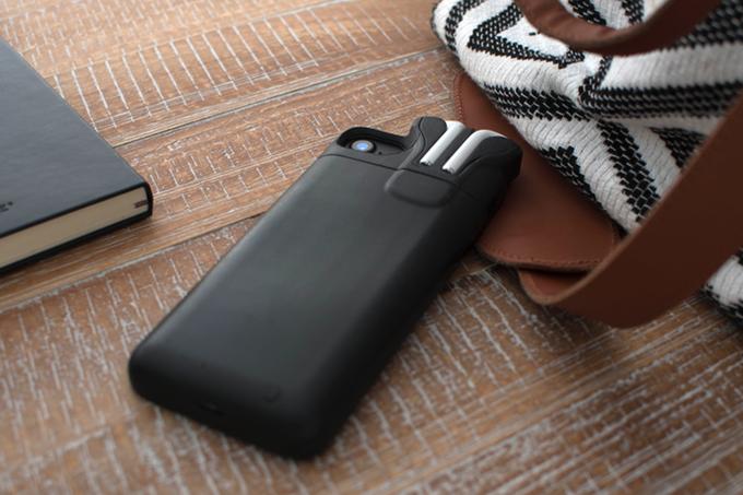 Создатель Pebble вернулся на рынок с крутым чехлом для iPhone и AirPods