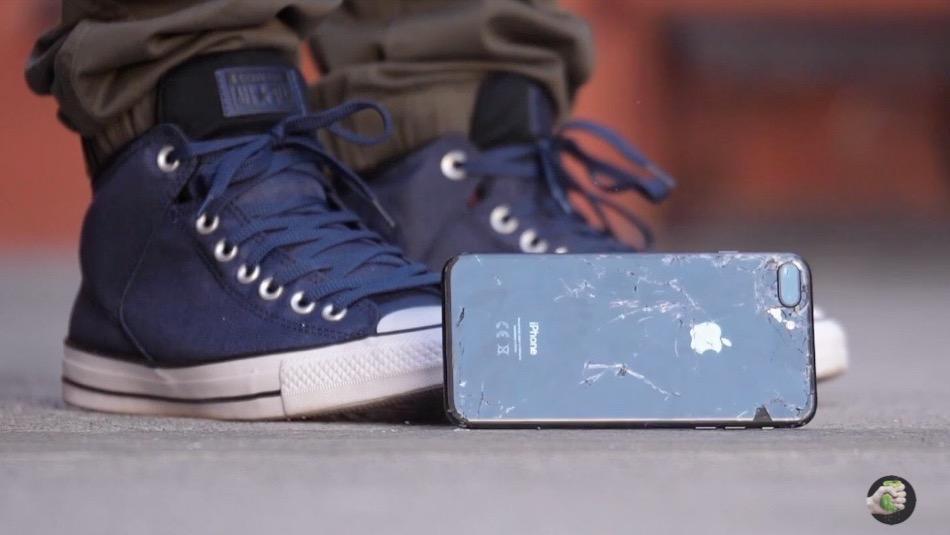 Душевный тест: iPhone 8 и Samsung Galaxy Note 8 раздобали о плитку