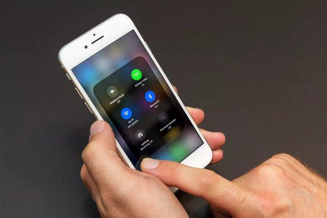 Apple исправляет проблемы с наушниками iPhone 8 в iOS