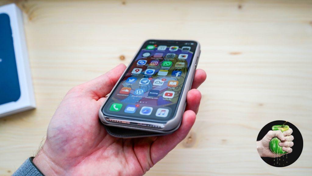 Пробуем аксессуары Apple для iPhone X (и Folio за 7490 рублей)