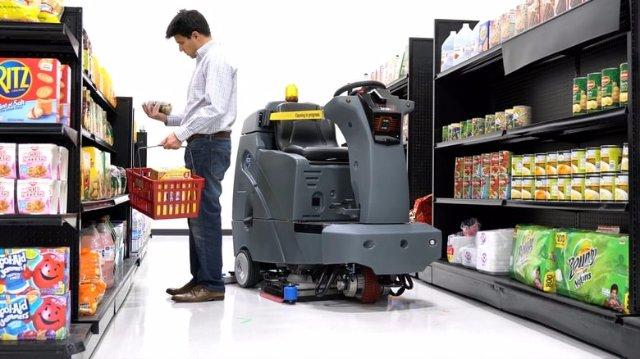 Walmart тестирует автономного робота для очистки пола