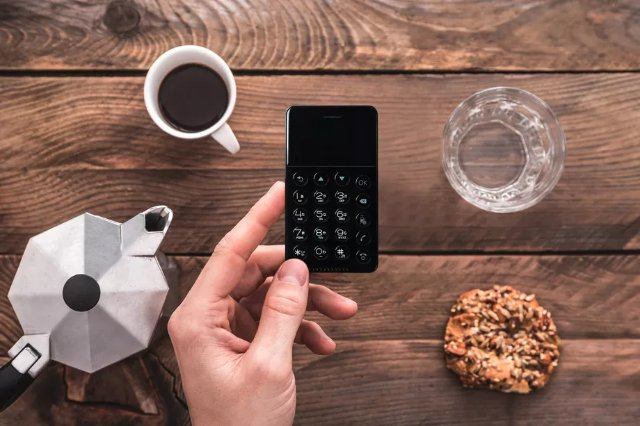NichePhone-S - это маленький Android-телефон