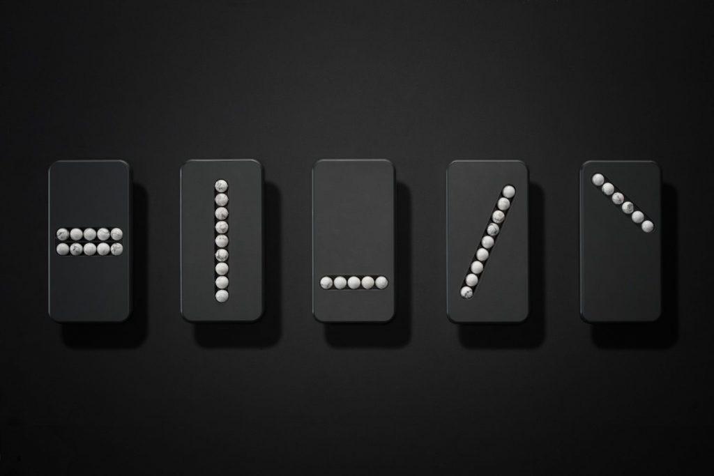 Вещь дня: дизайнерский телефон с каменными шариками