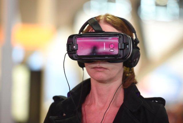 Samsung и NYX хотят продавать вам косметику, используя обучение по макияжу в VR