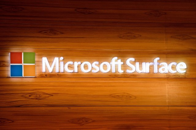 Патент Microsoft указывает на складывающийся двухэкранный ноутбук