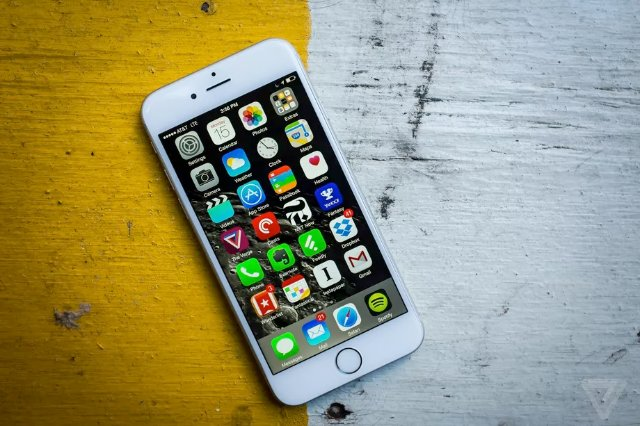 Apple может замедлять старые iPhone, чтобы сохранить время автономной работы