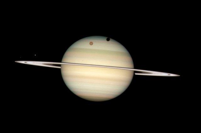 Роботы NASA будут изучать либо Титан, либо комету