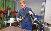Исследователи разрабатывают способ тренировки роботов с помощью подталкивания