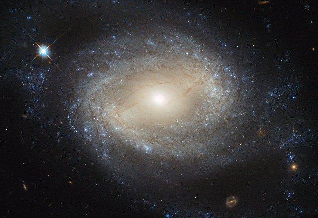 Супермассивные черные дыры могут управлять образованием галактик