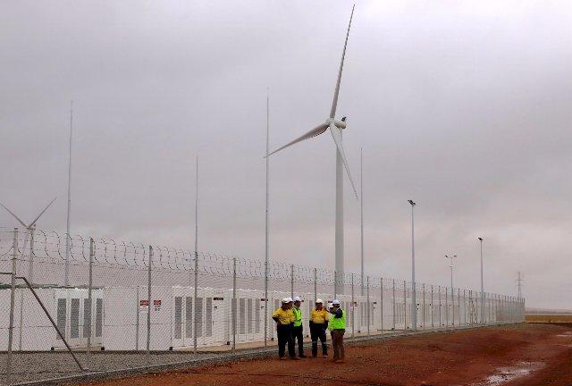 Крупнейшая ферма аккумуляторных батарей Tesla теперь официально заработала в Южной Австралии