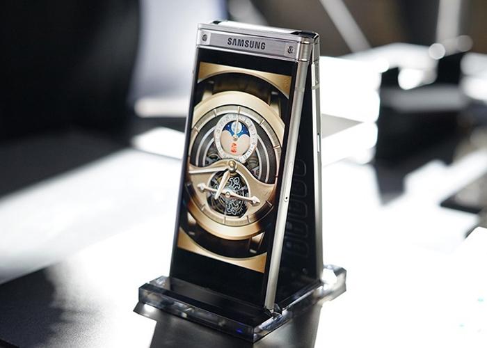 Элитная раскладушка Samsung W2018. Это вам не попсовый iPhone X