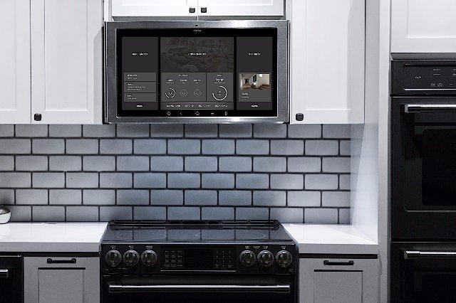 GE создала гигантского конкурента Echo Show, который находится над плитой