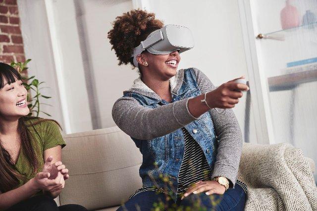 Facebook говорит, что автономные гарнитуры являются ключевыми для социального VR