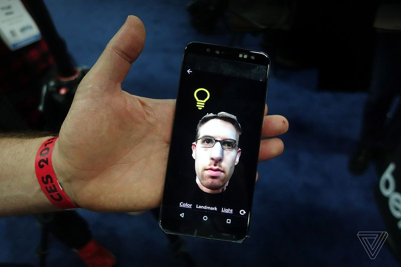 CES 2018: камера для 3D-селфи