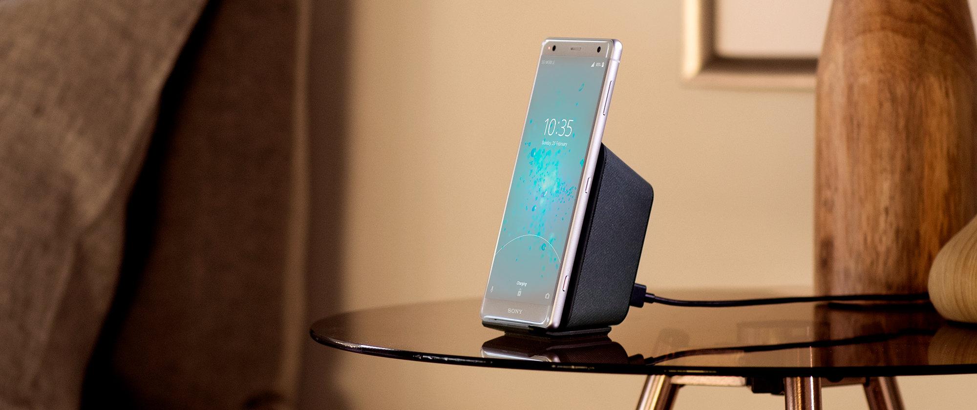 Умная гарнитура и беспроводная зарядка: что купить для нового флагмана Sony