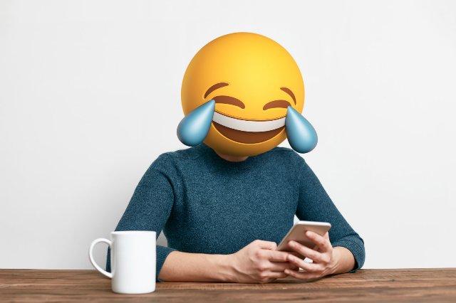 В этом году новые emoji пополнятся рыжеволосыми людьми, ногами и солонкой