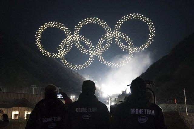 Intel поставила олимпийское световое шоу с 1,218 дронами