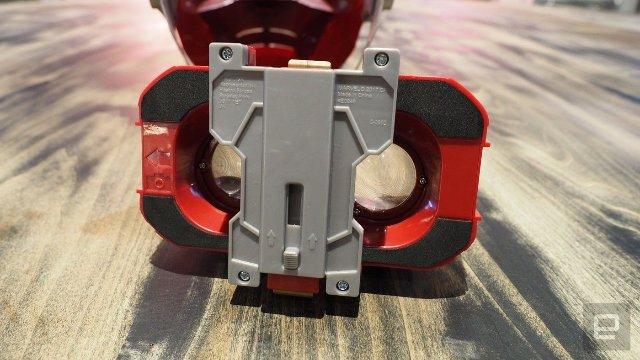 Новый AR-шлем Hasbro помещает вас в броню Железного Человека
