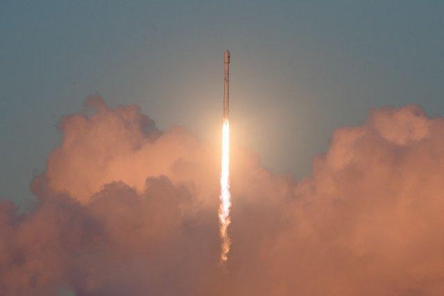 SpaceX запустит свои прототипы спутникового интернета в эти выходные