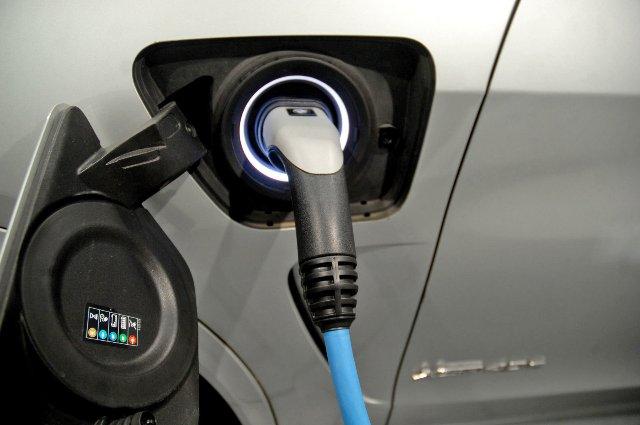 Существующие батареи EV можно заряжать в пять раз быстрее
