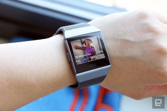 Fitbit планирует выпустить «семью» смарт-часов в 2018 году
