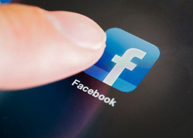 Facebook может делиться рекламными деньгами, чтобы переманить блогеров с YouTube