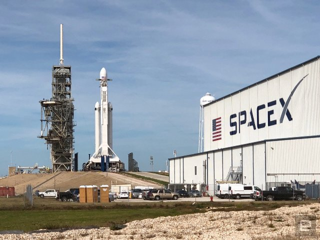 SpaceX успешно запустила свою ракету Falcon Heavy