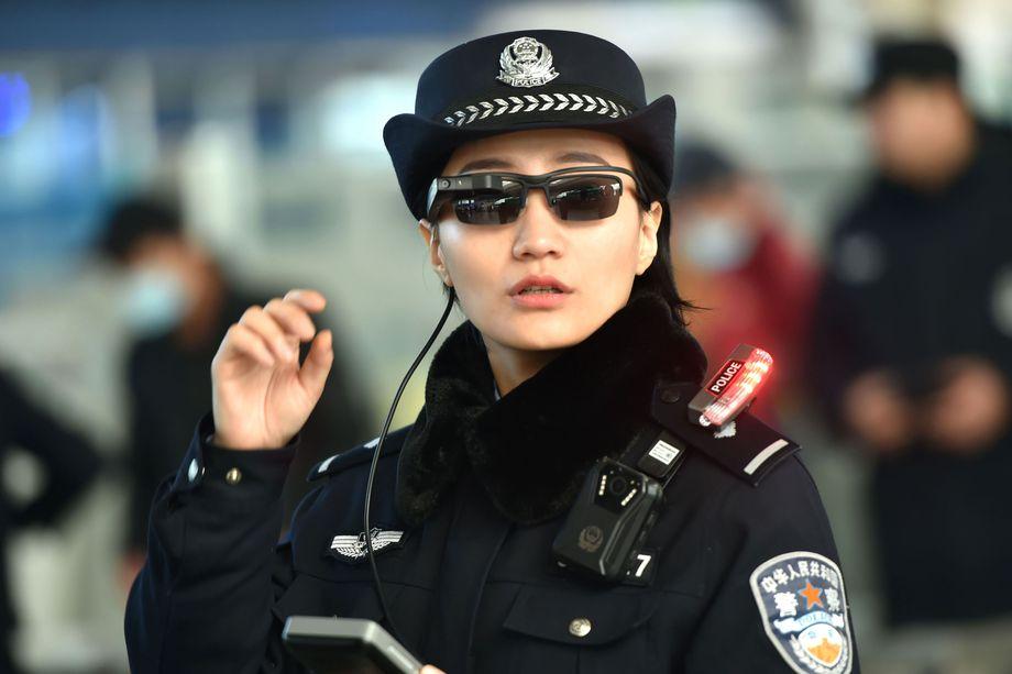 Смарт-очки помогут китайской полиции искать преступников