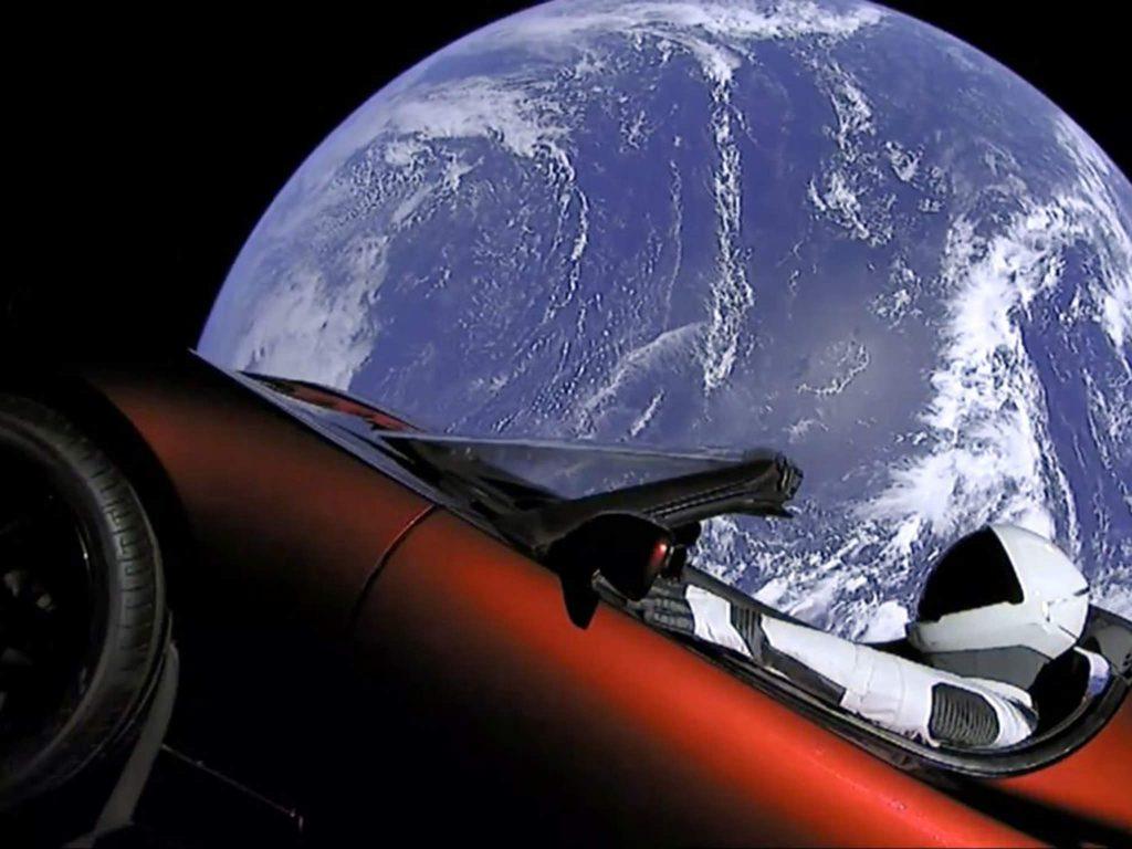 Бесплатному интернету не бывать? SpaceX отложила запуск спутников