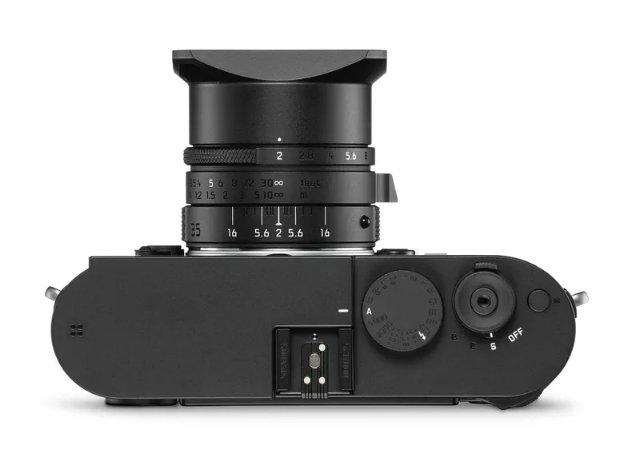Камера Leica Monochrom черная и светится в темноте