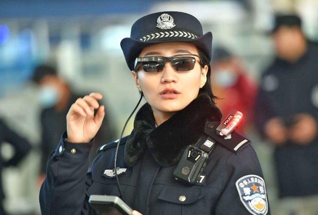 Правоохранительные органы Китая расширяют использование очков для распознавания лиц
