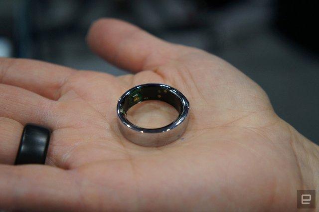Кольцо второго поколения Oura лучше подходит для вашего пальца