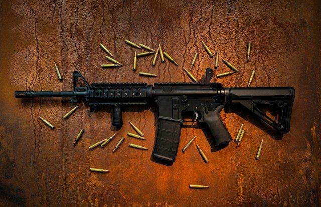 YouTube запрещает видео, которые рекламируют оружие и аксессуары к нему