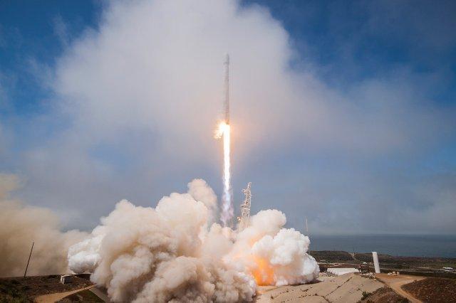 Ракета SpaceX вырезала гигантскую дыру в ионосфере