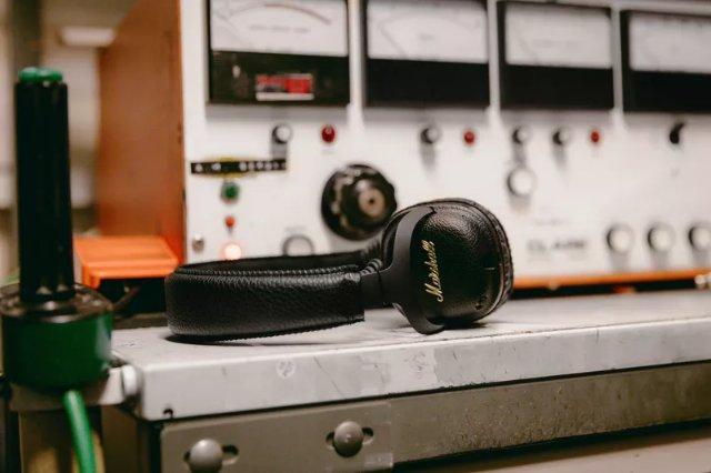 Marshall добавляет шумоподавление к своим Bluetooth-наушникам Mid ANC
