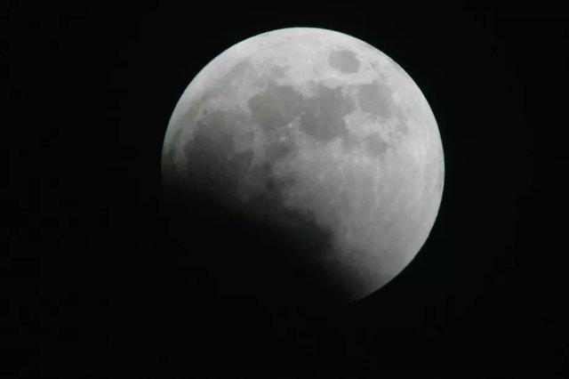 Астрономы используют искусственный интеллект для обнаружения 6000 новых кратеров на Луне